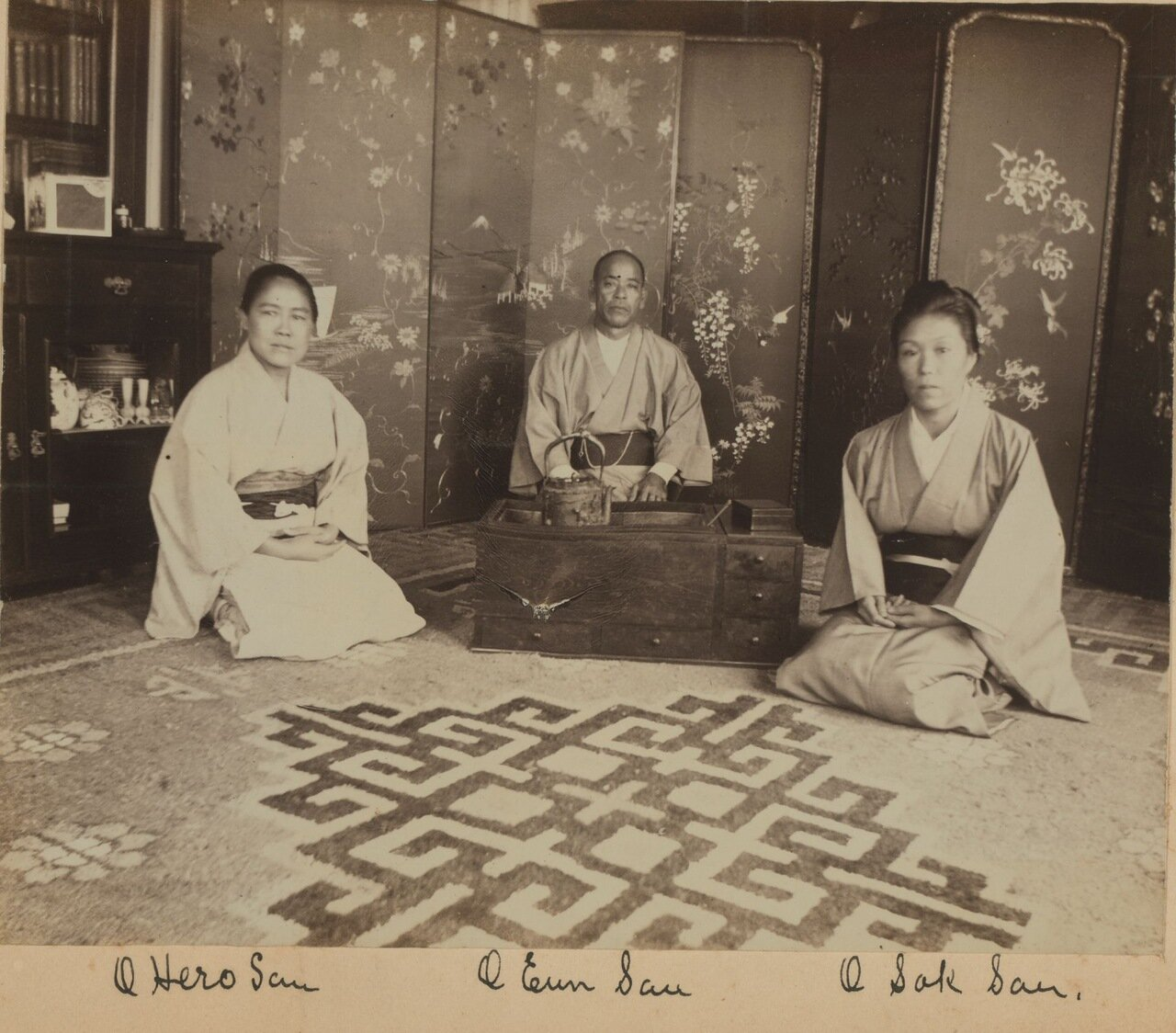 Японская прислуга. Охиро-сан, Оюн-Сан и Осок-сан на террасе