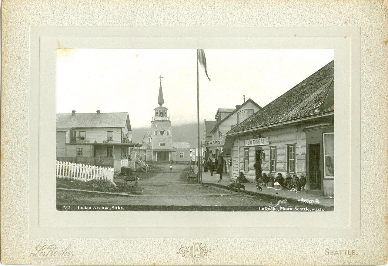 1898. Главная улица Ситки и тлинкитки, продающие корзины