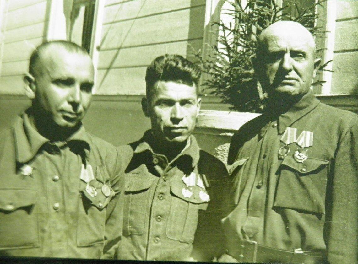 Борис Григорьевич Шангин, Я.М.Кузнец (начальник штаба партизанского соединения Наумова) Диброва Илья Данилович (1891-1944)