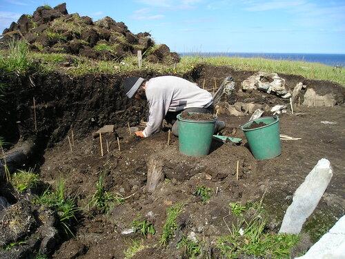 люди на раскопе ЧАЭ 2004 (4).JPG