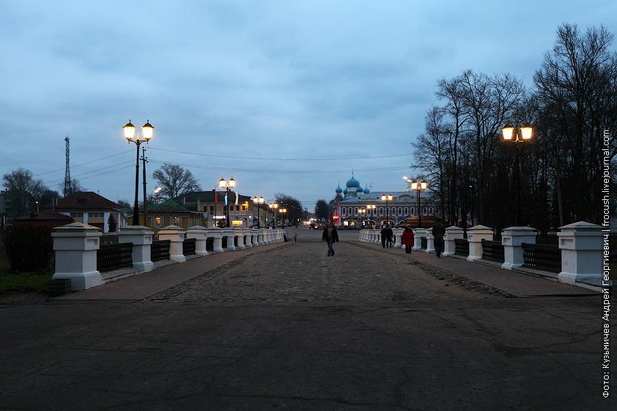 Вечерний Никольский мост с зажженными фонарями
