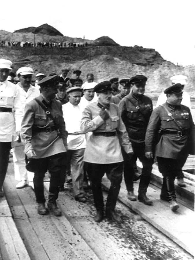 Генрих Ягода и Никита Хрущёв на строительстве канала Москва - Волга