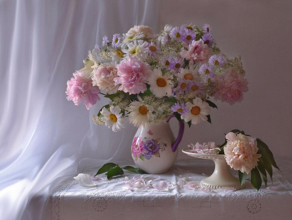 Помню нежность лепестков пионов, алой страсти вишни спелой...