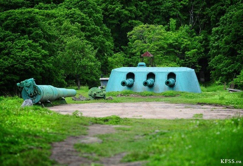 Башня и запасные стволы Ворошиловской батареи (№981), остров Русский
