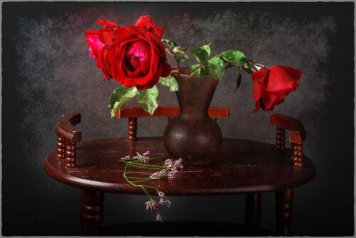 Увядают розы в вазе открытка поздравление картинка