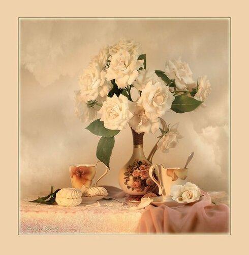 Белые розы украсили стол для завтрака открытка поздравление картинка