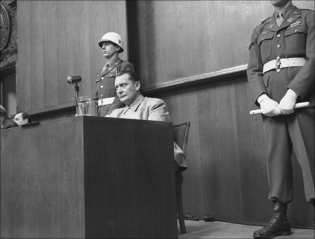 Герман Геринг в зале Нюрнбергского трибунала
