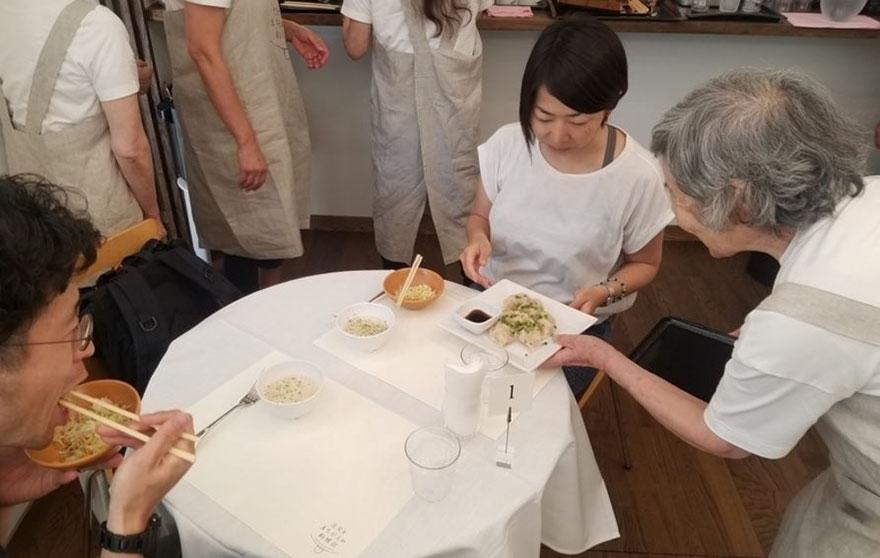 В Токио открылся ресторан, где вам гарантированно перепутают заказ
