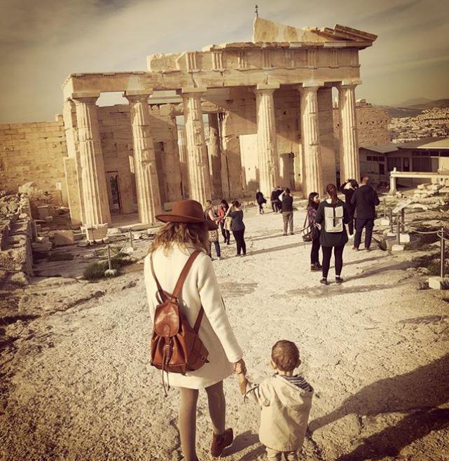 Фото @viajandoconmischicos   «Я в Греции: это настоящая дыра.   Я в любом другом месте: я