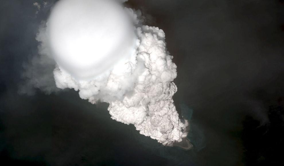 9. Действующий вулкан Турриальба в Северной Америке, находится в Коста-Рике. Извержение 6 января 201