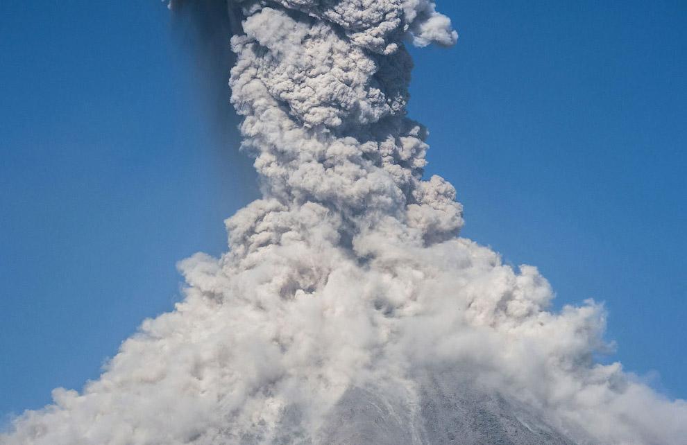 28. А само извержение вулкана Колима началось 19 января 2017 года, с выбросом пепла и дыма до 2 км
