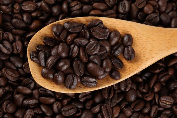 Решили сварить вкусный кофе? Используйте только качественный кофе в зернах, сразу забудьте о молотом