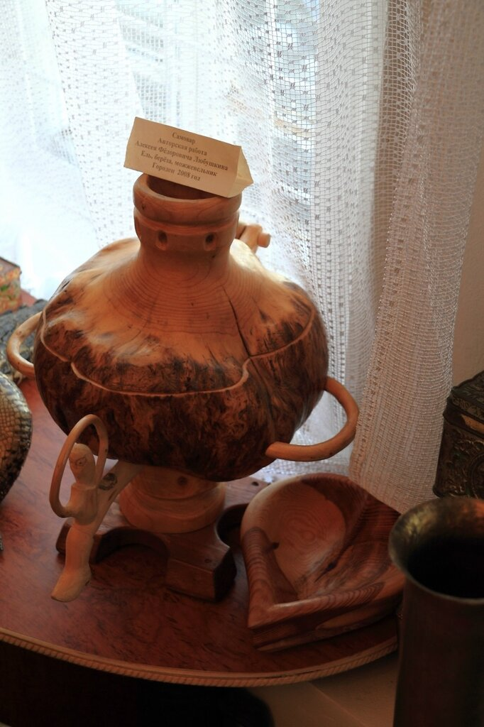 Музей самоваров, сувенирный деревянный самовар