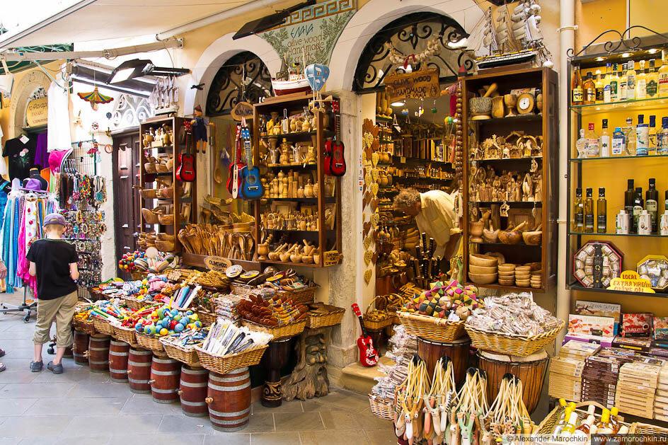 Посуда и сувениры из оливы в Керкире, Корфу, Греция