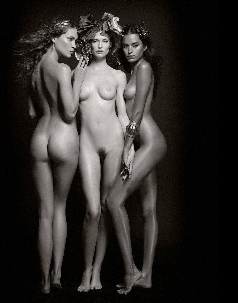 Армани голые модели видео