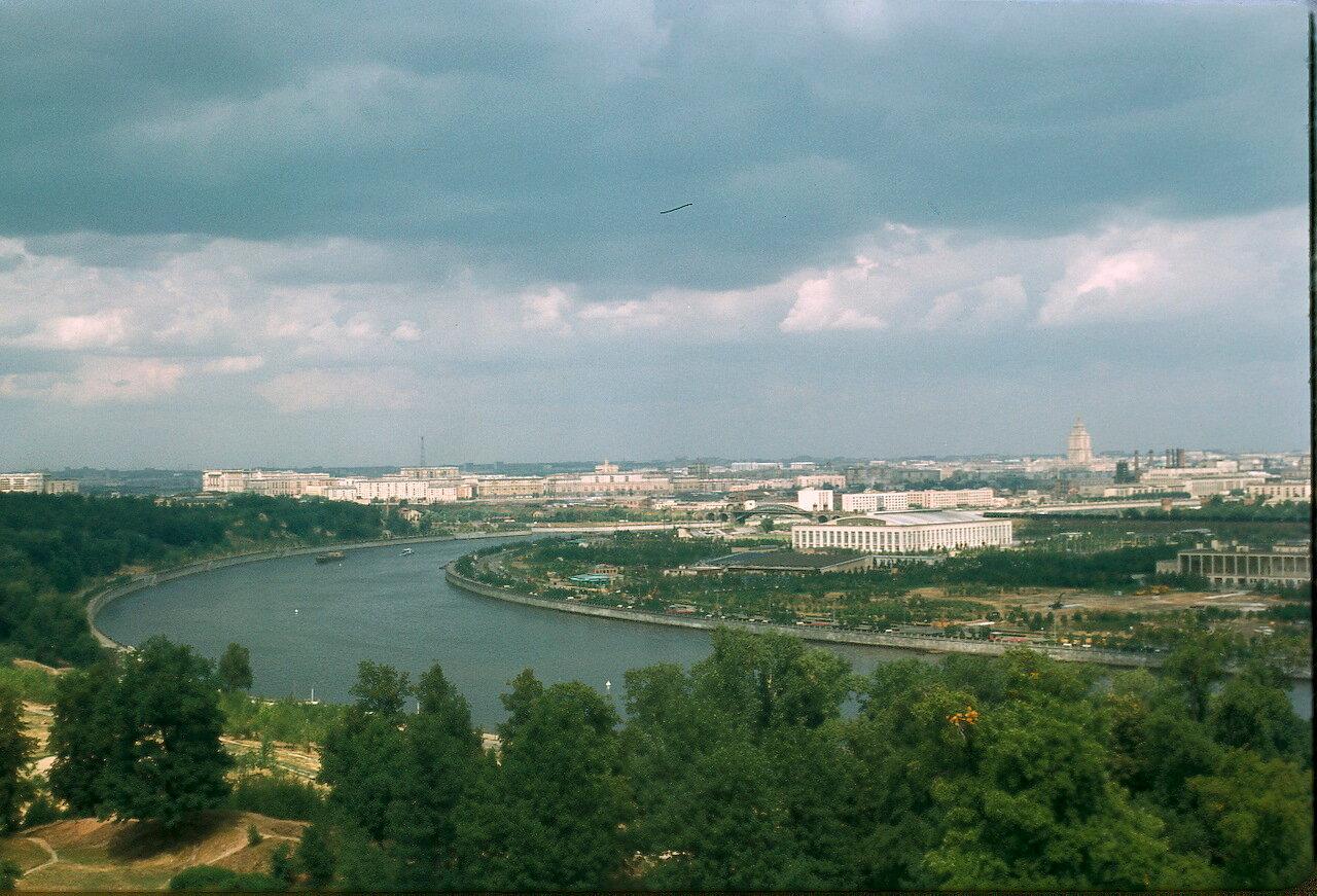 У подножия Ленинских гор