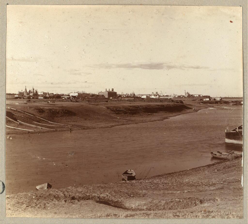 Вид на Ярославль от железной дороги с моста через реку Которосль. 1910.