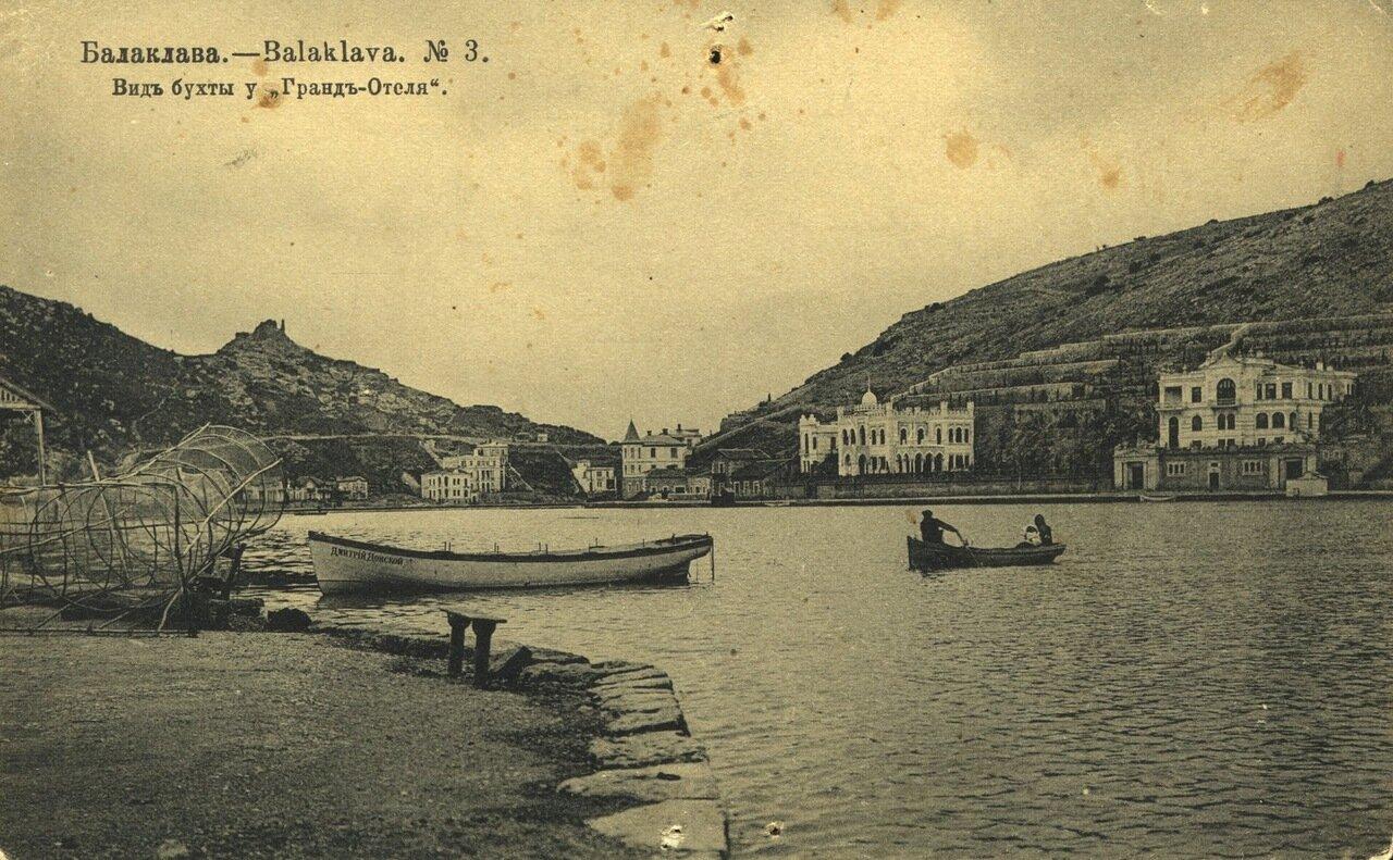 Вид бухты у Гранд-Отеля