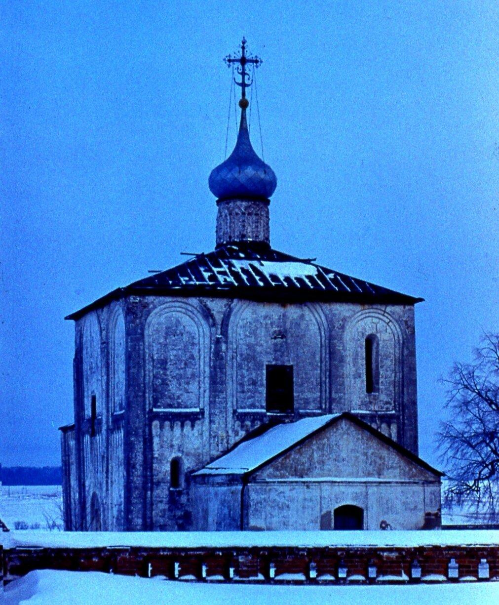 8.  Церковь замёрзла