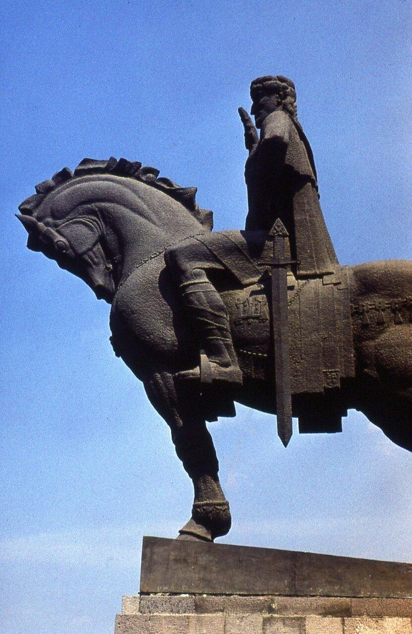 5.  Царь Вахтанг -  основатель города