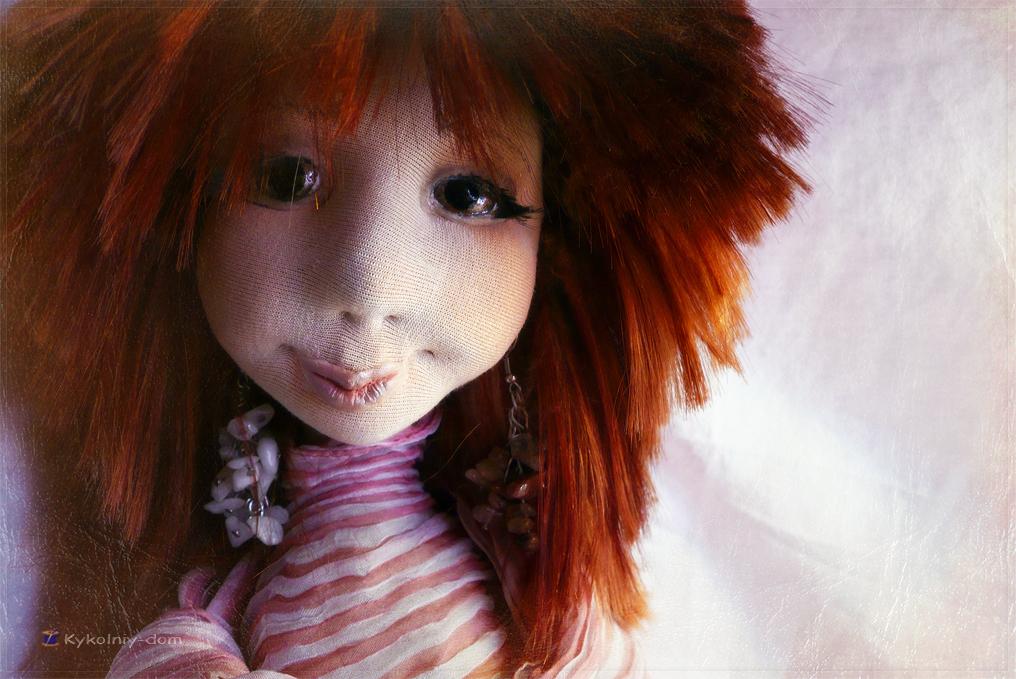 интерьерная текстильная кукла с игрушкой из шерсти. Настёна со своей манюней Бусинкой.Объёмное лицо куклы