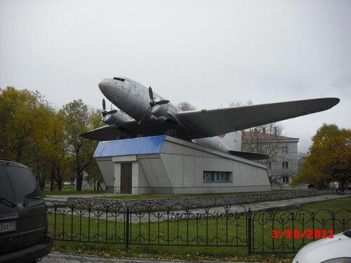 Памятник Ли-2, аэропорт Елизово, Камчатский край