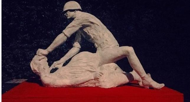 Памятник изнасилованной женщине