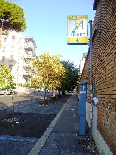 Италия. Рим. Платная парковка (Italy. Rome. Paid parking is available).