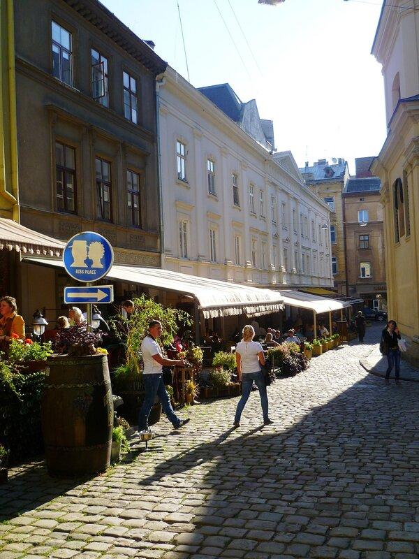 Украина, Львов - место для поцелуев (Ukraine, Lviv - a place for kissing).