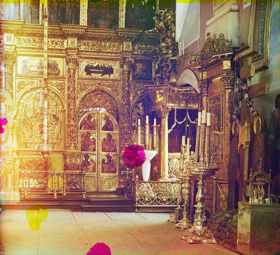 Рака с мощами Св. Князя Михаила Тверского (новая) в Преображенском Соборе в г. Твери. Лето 1910 года