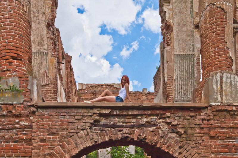 В дворцовом интерьере