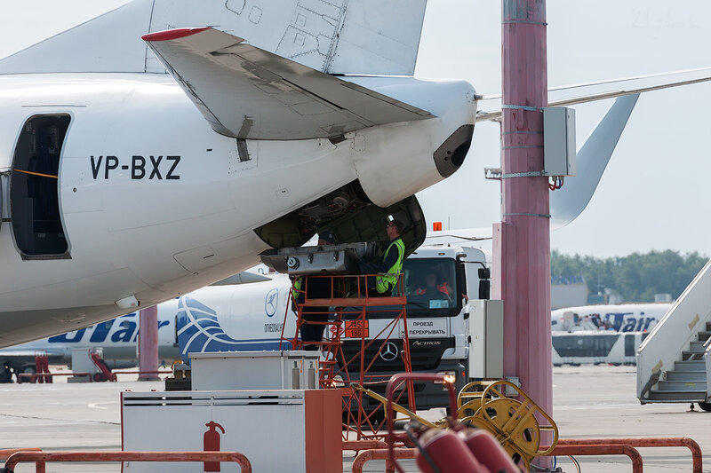 Boeing 737-524 (VP-BXZ) ЮТэйр DSC1879