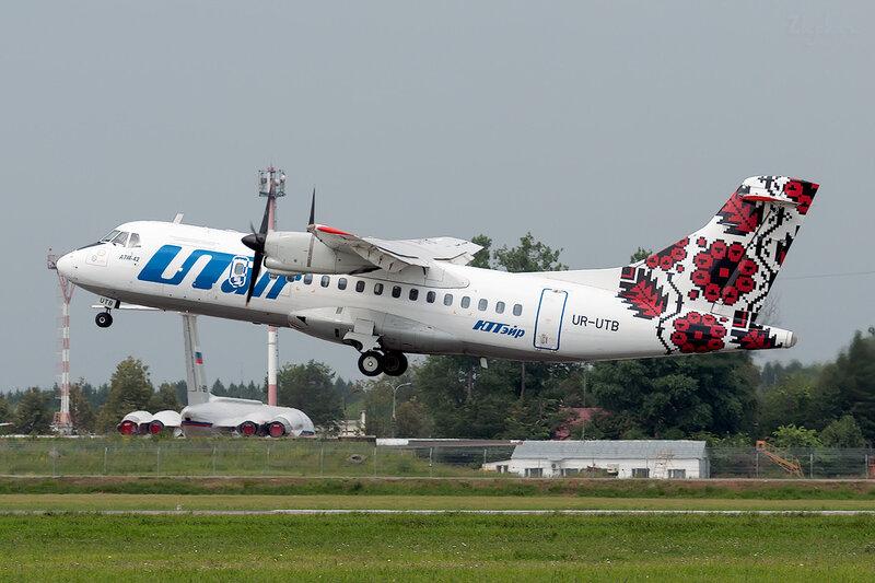 ATR 42-320 (UR-UTB) ЮТэйр Украина DSC1999