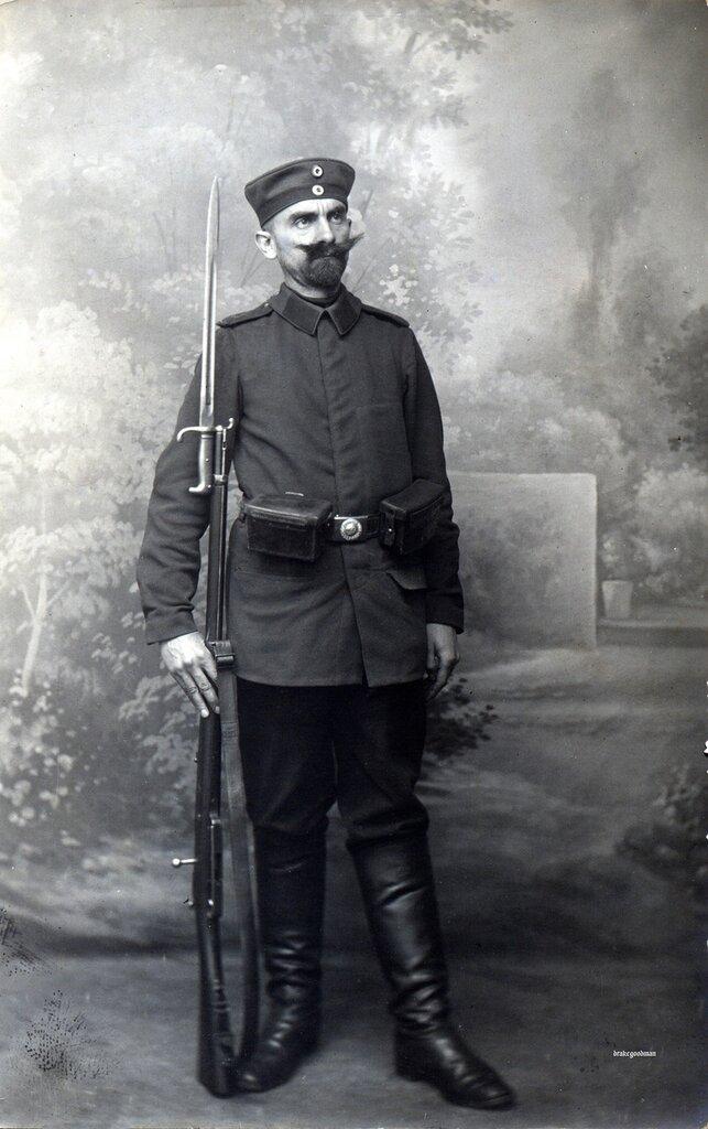 Letter on reverse (below) dated 23.10.1914. Photogr. O. Houtart-Laurey's, Digue de Mer, Blankenberge-Heyst. Nice.A posed studio portrait of a Landwehrmann wearing a Kratzchen (pork-pie cap), M1893 (or thereabouts) Litewka - fatigue