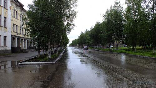 Фото города Инта №5032  Улица Кирвоа в восточном направлении в районе Кирова 36 (поликлиника №1) 12.07.2013_12:44