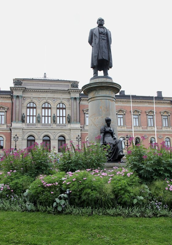 Уппсала, Университ.  памятник Густаву  II Адольфу.  Uppsala University. Gustav II Adolf  monument