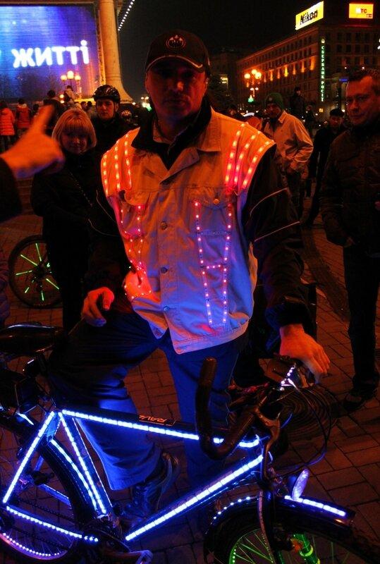 Участник неонового велопробега