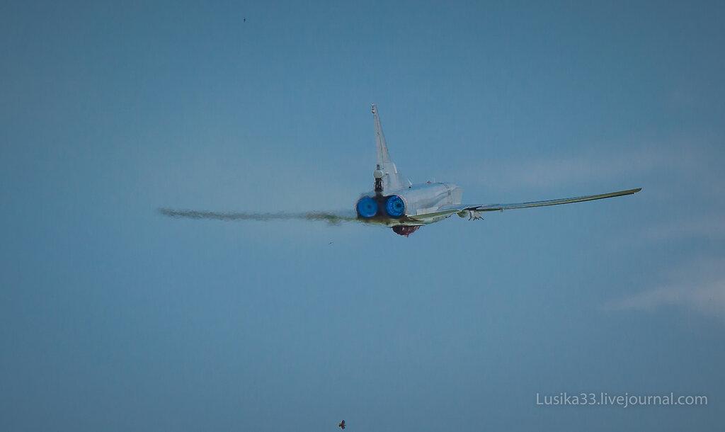 Ту-22М с крылатой ракетой