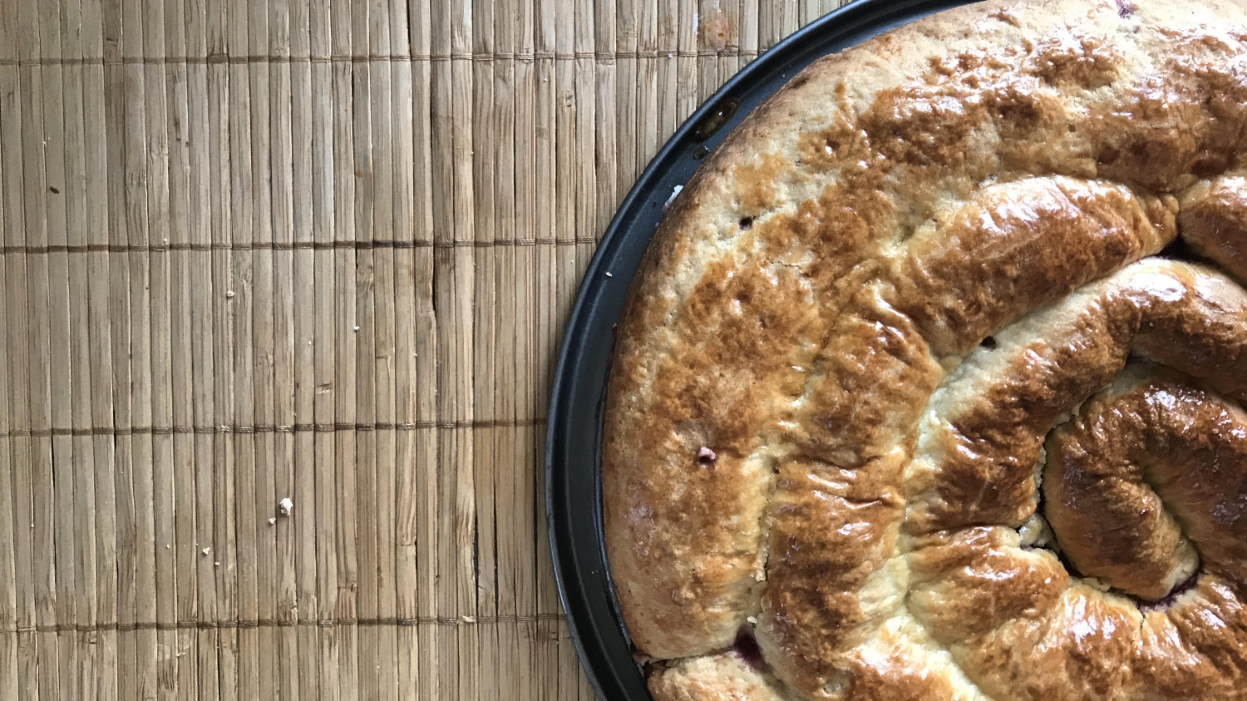 Спиральный пирог с вишней