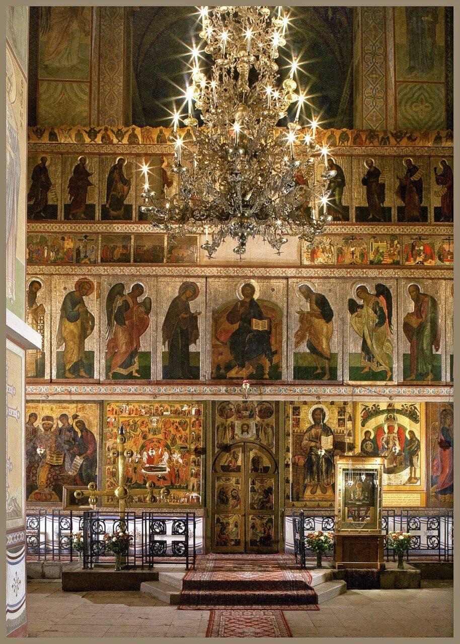 В старинном соборе.