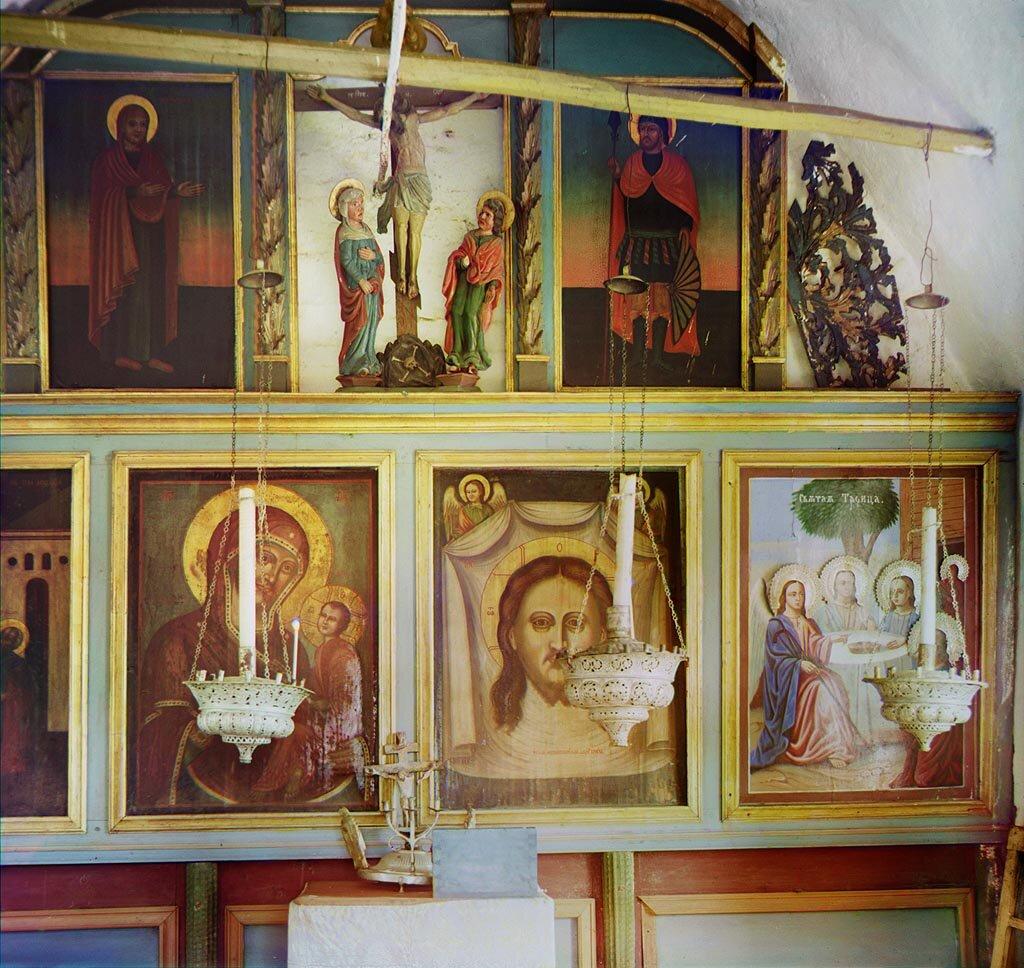 Иконостас в часовне на месте, где был заключен Михаил Никитич Романов. Не ранее 1912.