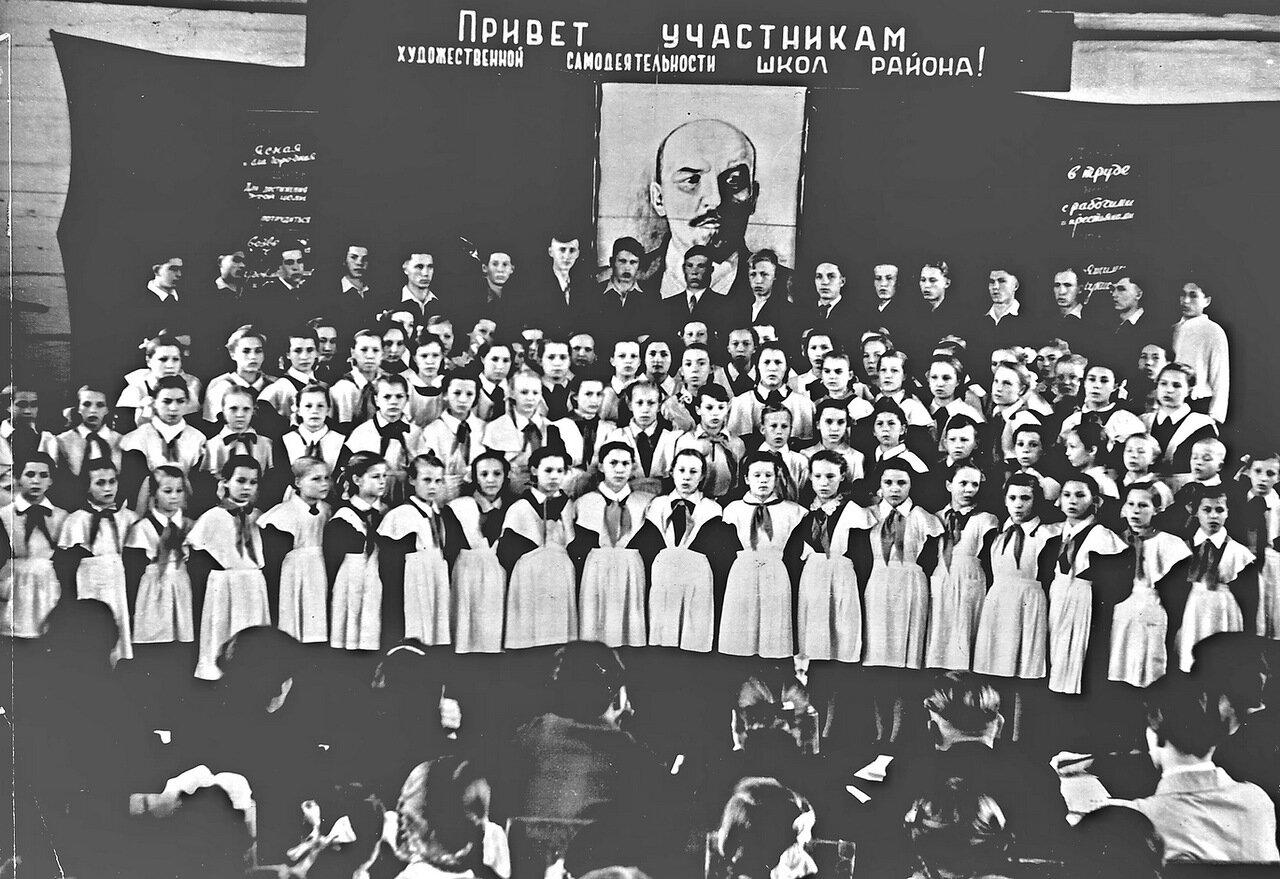 1958. Школьный хор.