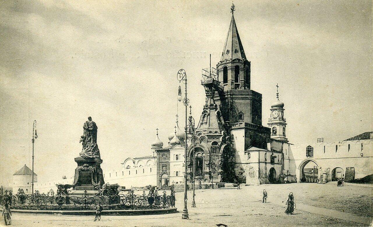 Памятник Александру II и военная церковь