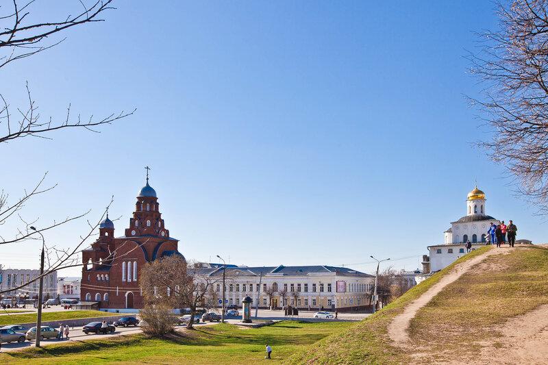 Троицкая церковь и Золотые ворота