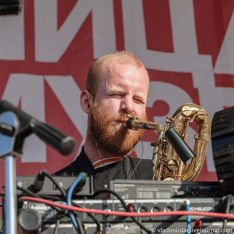 Саксофонист и трубач Олег Маряхин