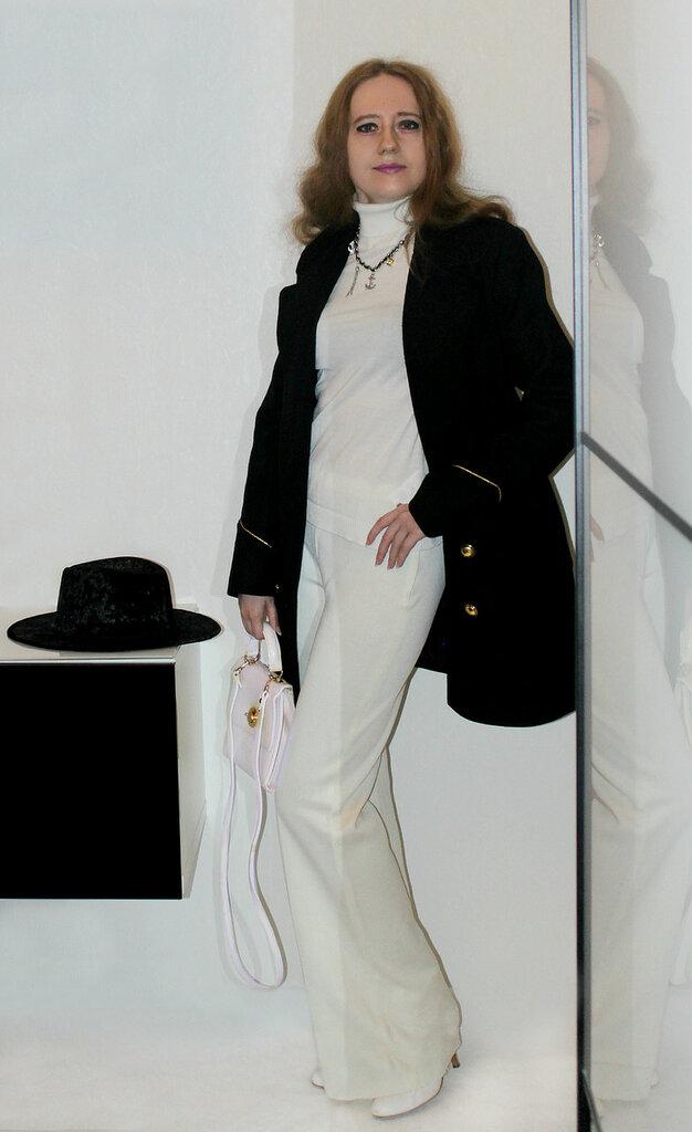 Пальто - Mango, шляпа - Forever21
