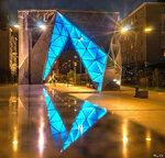 Фонтан-арка и его отражение