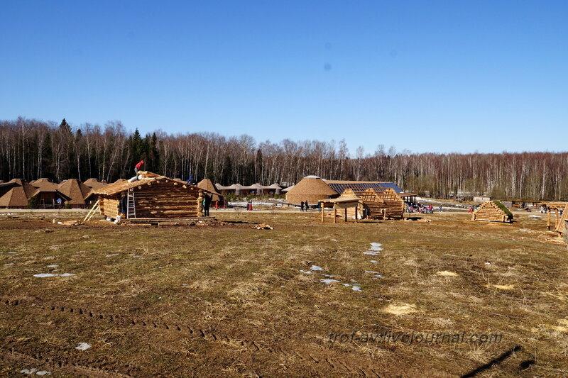 Строительство новых этнодворов. Этномир, Калужская обл.