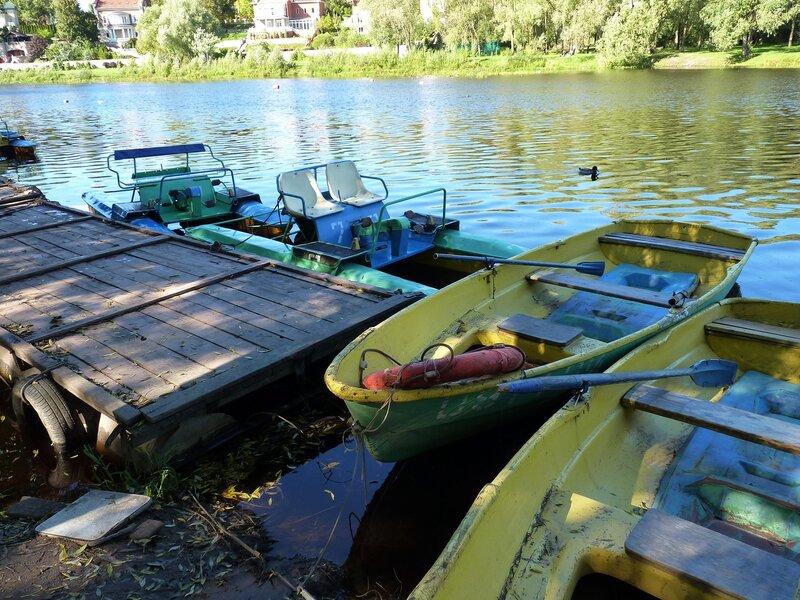 Лодочная станция на реке Пскове