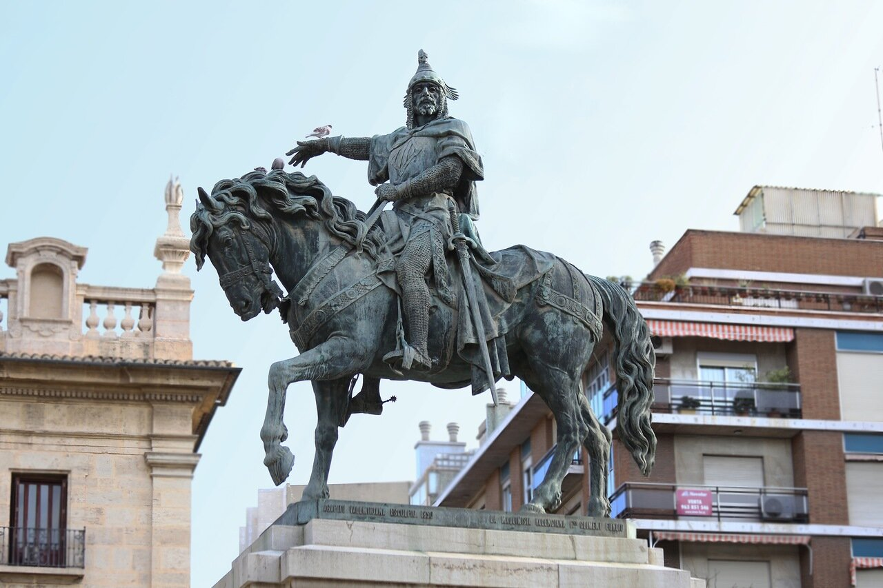 Valencia.  Валенсия. Plaza de Alfonso el Magnánimo. Памятник Хайме I Завоевателю (Jaime I el Conquistador)